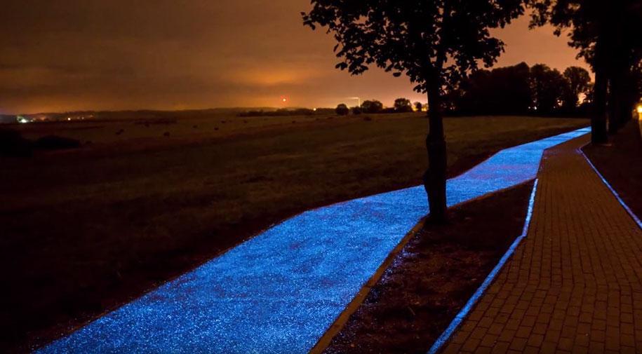 blue-glowing-bike-lane-tpa-instytut-badan-technicznych-poland-4