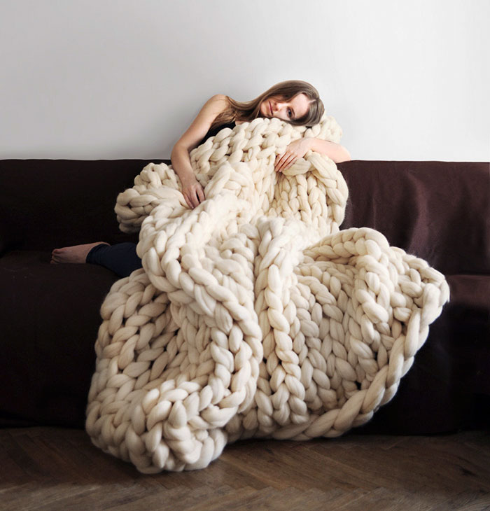 extreme-knitting-blanket-tutorial-laura-birek-1