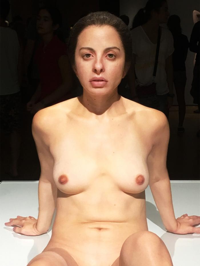 hyper-realistic-sculptures-grandmother-grandson-bilbao-11