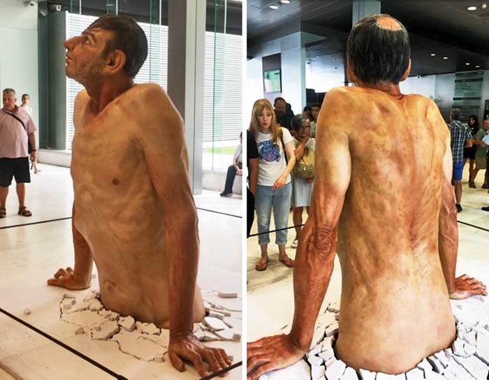 hyper-realistic-sculptures-grandmother-grandson-bilbao-14