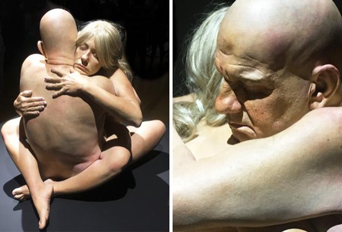 hyper-realistic-sculptures-grandmother-grandson-bilbao-6
