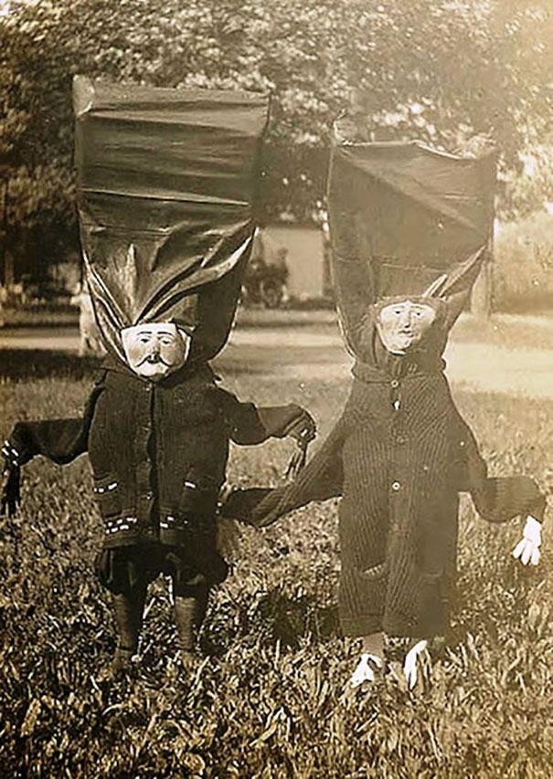 scary-vintage-halloween-costumes-creepy-1