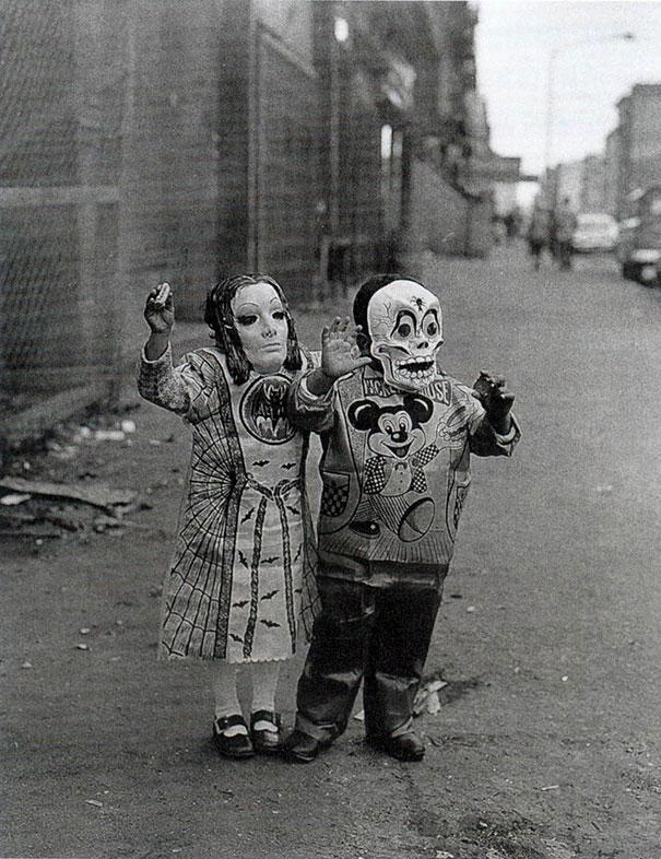 scary-vintage-halloween-costumes-creepy-13