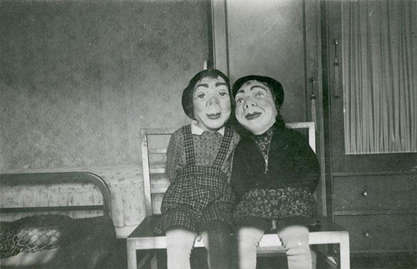 scary-vintage-halloween-costumes-creepy-18