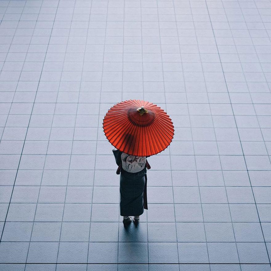 unique-japan-street-photography-13