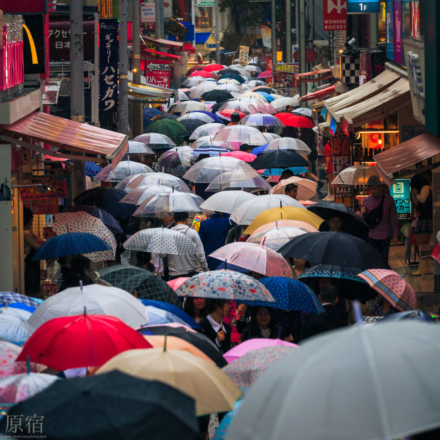unique-japan-street-photography-20
