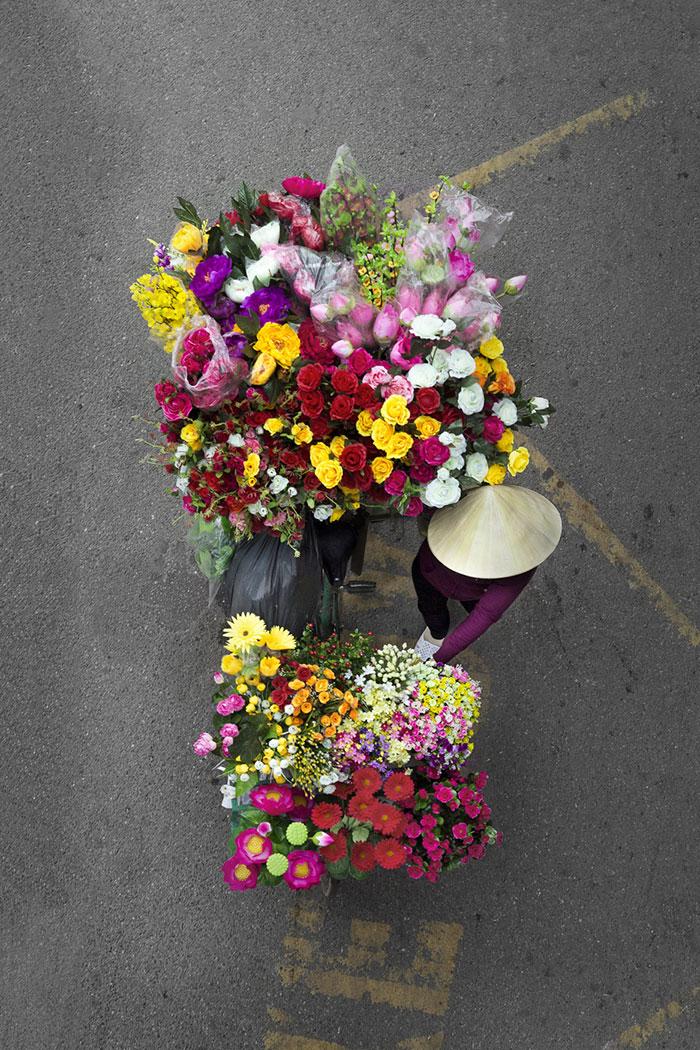 vietnamese-street-vendors-overhead-photos-hanoi-loes-heerink-10