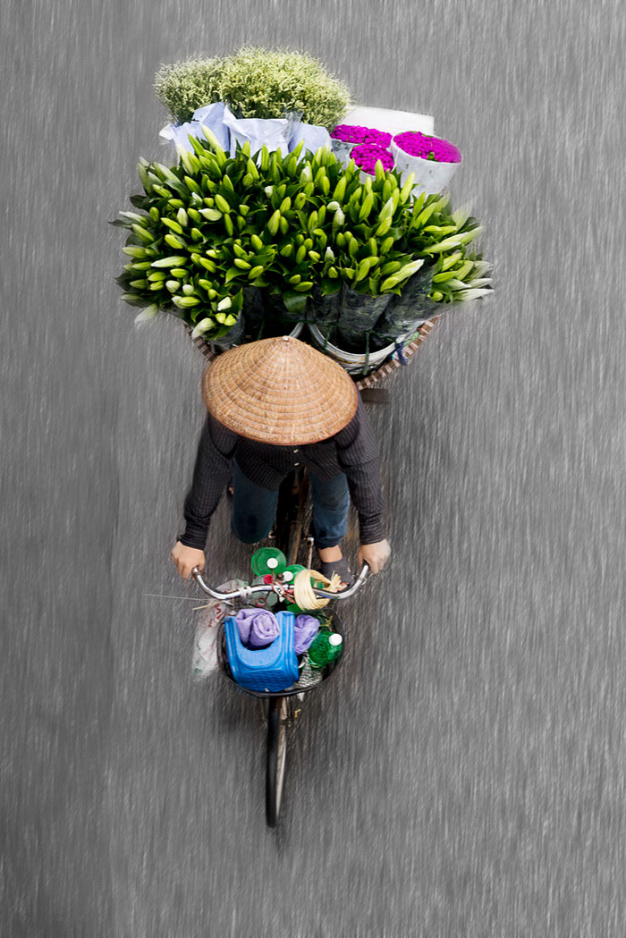 vietnamese-street-vendors-overhead-photos-hanoi-loes-heerink-3