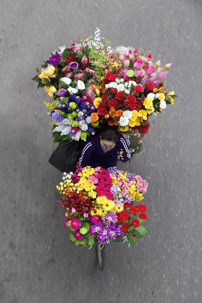vietnamese-street-vendors-overhead-photos-hanoi-loes-heerink-6