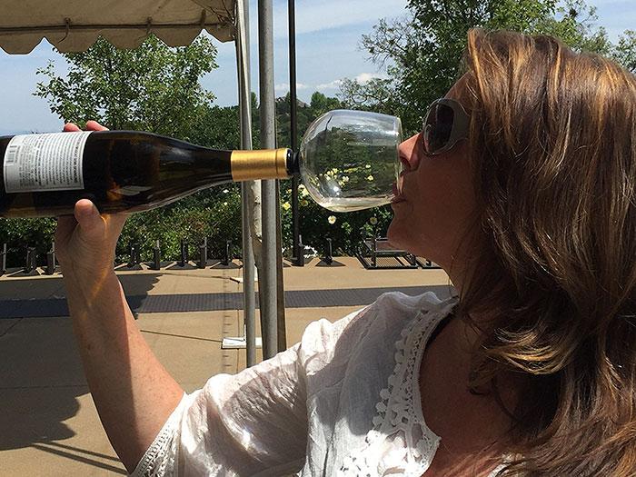 wine-bottle-glass-cork-guzzle-buddy-4