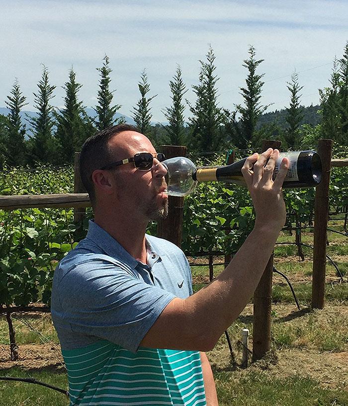 wine-bottle-glass-cork-guzzle-buddy-6