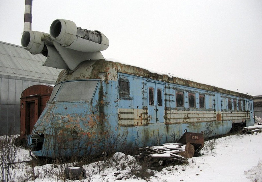 abandoned-soviet-jet-train-160mph-4