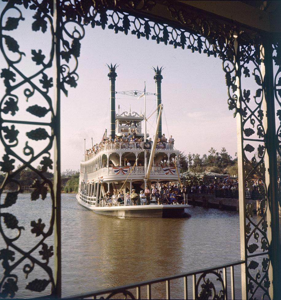 disneyland-opening-day-1955-12