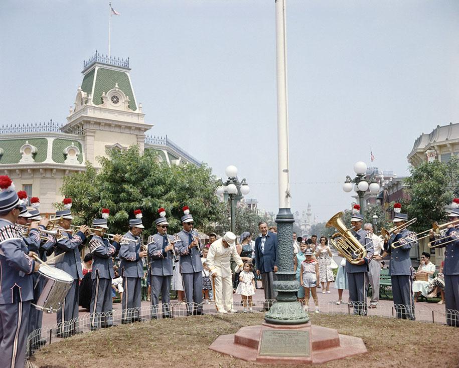 disneyland-opening-day-1955-18