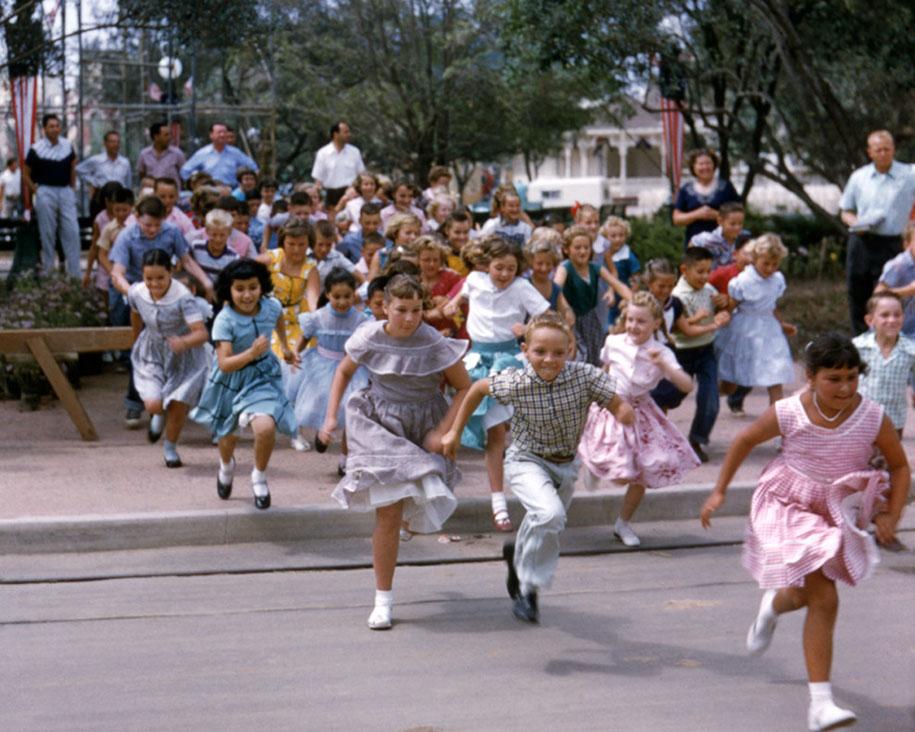 disneyland-opening-day-1955-20