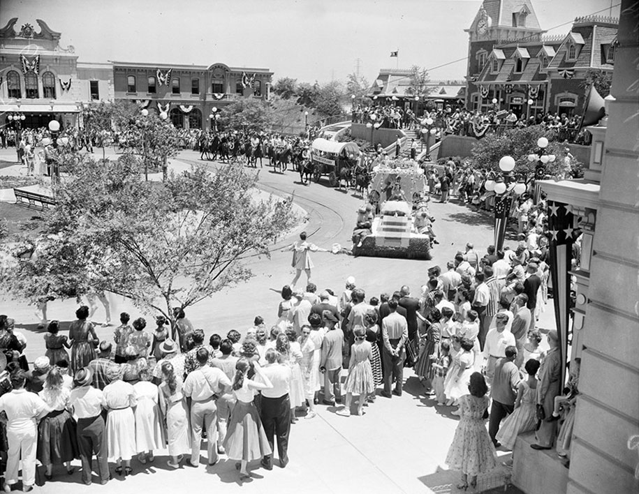Opening Day Of Disneyland In 1955 Looked Nothing Like Today Demilked