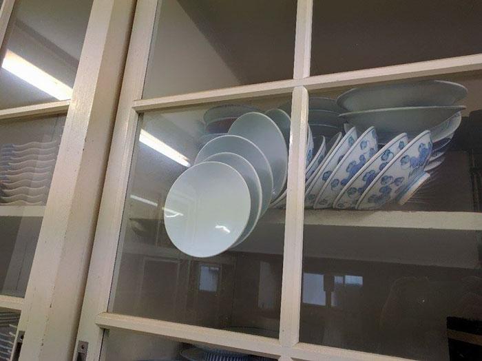 falling-plates-cupboard-advice-baoliao-commune-tseng-shao-tsen-org