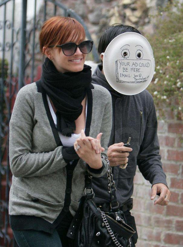 funny-celebrity-reactions-to-paparazzi-photos-6