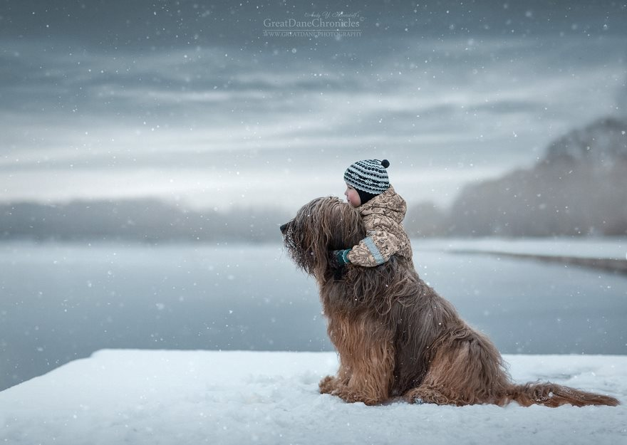 kids-play-big-dogs-photography-andy-seliverstoff-1