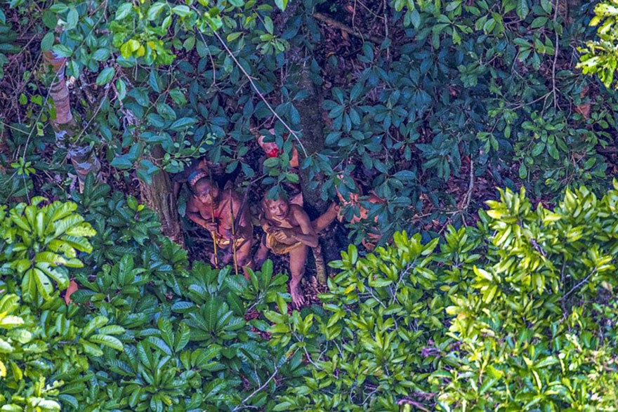 Photographer accidentally documents amazon tribe still unaware of new tribe found amazon photos ricardo stuckert 2 sciox Image collections