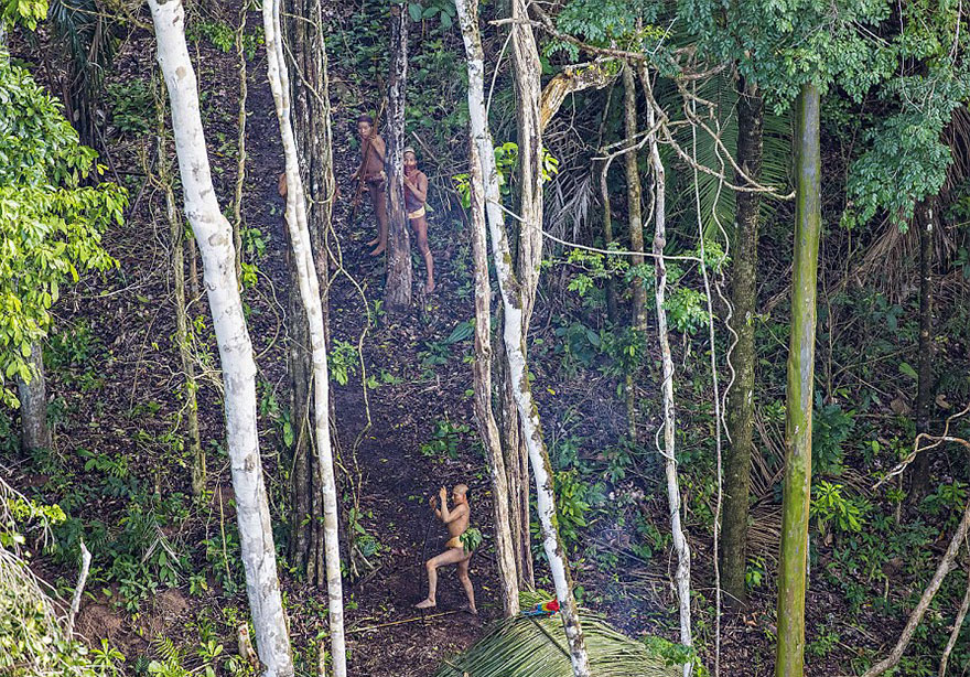 Photographer accidentally documents amazon tribe still unaware of new tribe found amazon photos ricardo stuckert 7 sciox Image collections