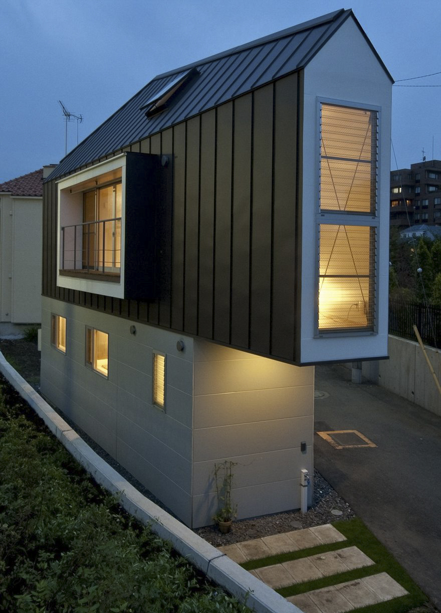 This Narrow House In Japan Looks Tiny Only From Outside