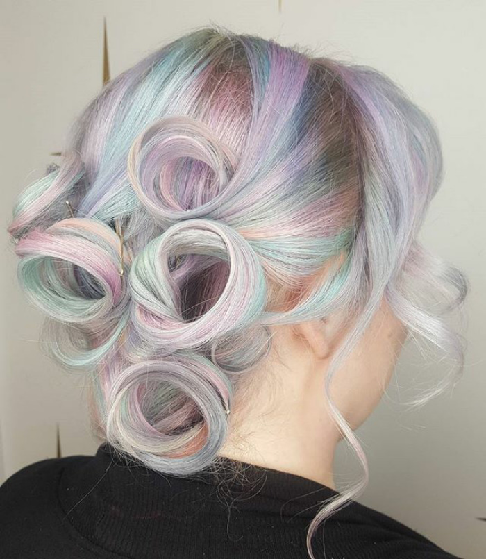 Holographic Hair Is The Hot New Trend Of 2017 Demilked