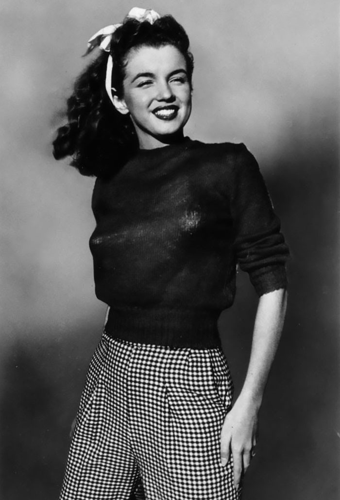 48 vintage photos of marilyn monroe before she was a star part 2 norma jean began at the beginning of her modeling career circa 1945 voltagebd Gallery
