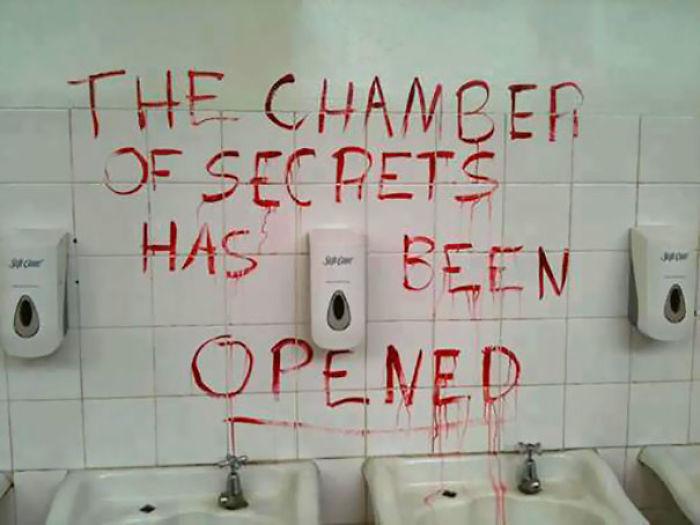 10 Hilarious Acts Of Vandalism New Pics Part 9