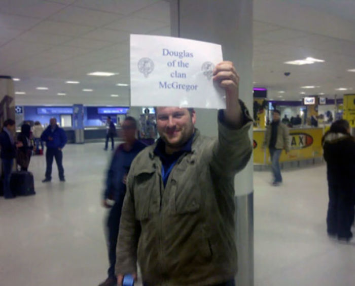 50 Most Creative Airport Pickup Signs That Were Impossible