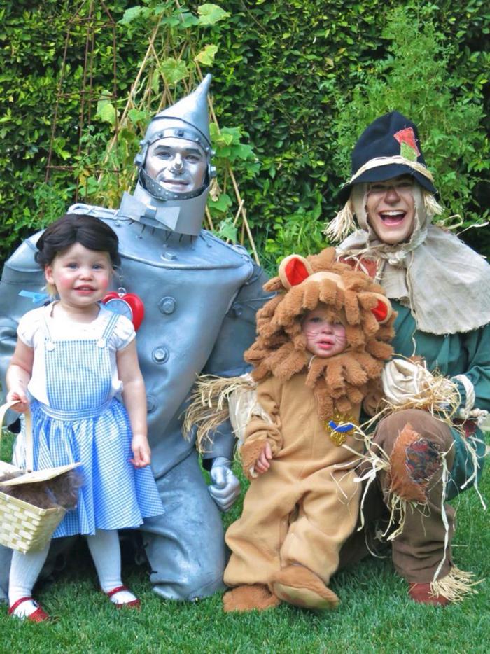 Alice In Wonderland Halloween Costume Family.Neil Patrick Harris Just Unveiled His Family S 2017 Halloween