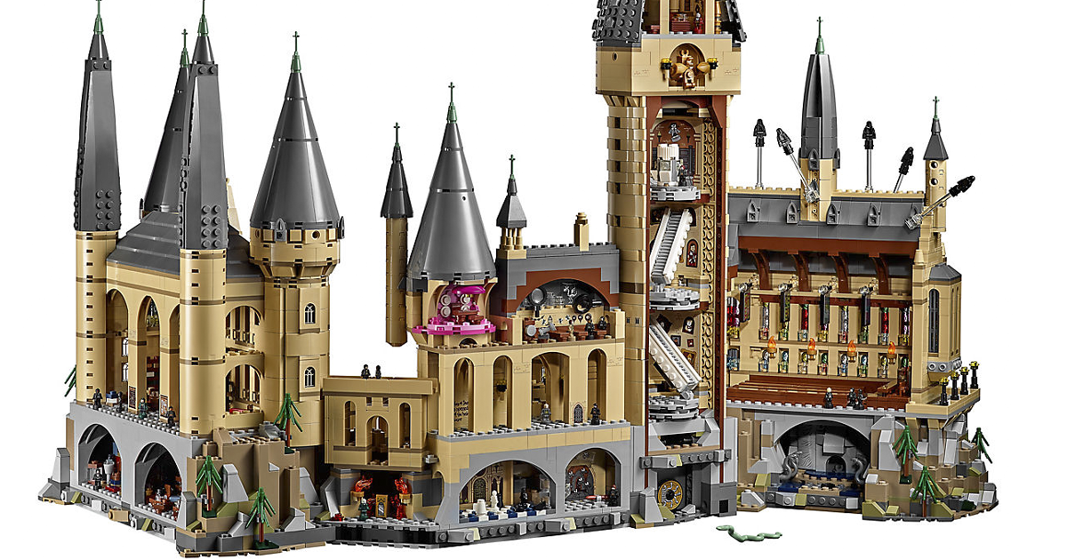 lego announces it s second largest playset to date the 6000 piece hogwarts castle for. Black Bedroom Furniture Sets. Home Design Ideas