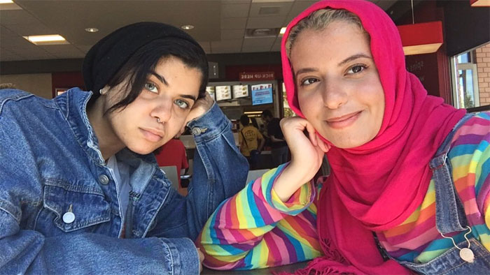 The Internet Can T Get Enough Of These Two Sisters Who