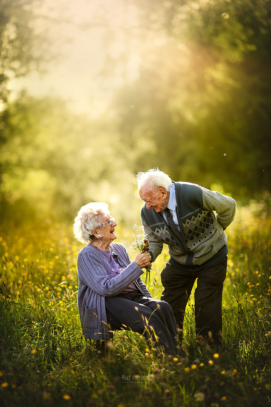 This Photographer Captures Elderly Couples Posing For ...