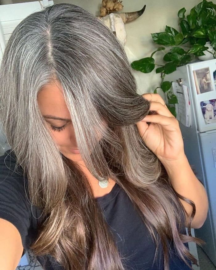 30 Women Who Stopped Dyeing Their Hair And Embraced Their ...