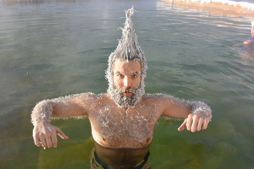 """30 """"Cool"""" Photos Of The Winners Of Canada's Annual Hair Freezing Contest"""