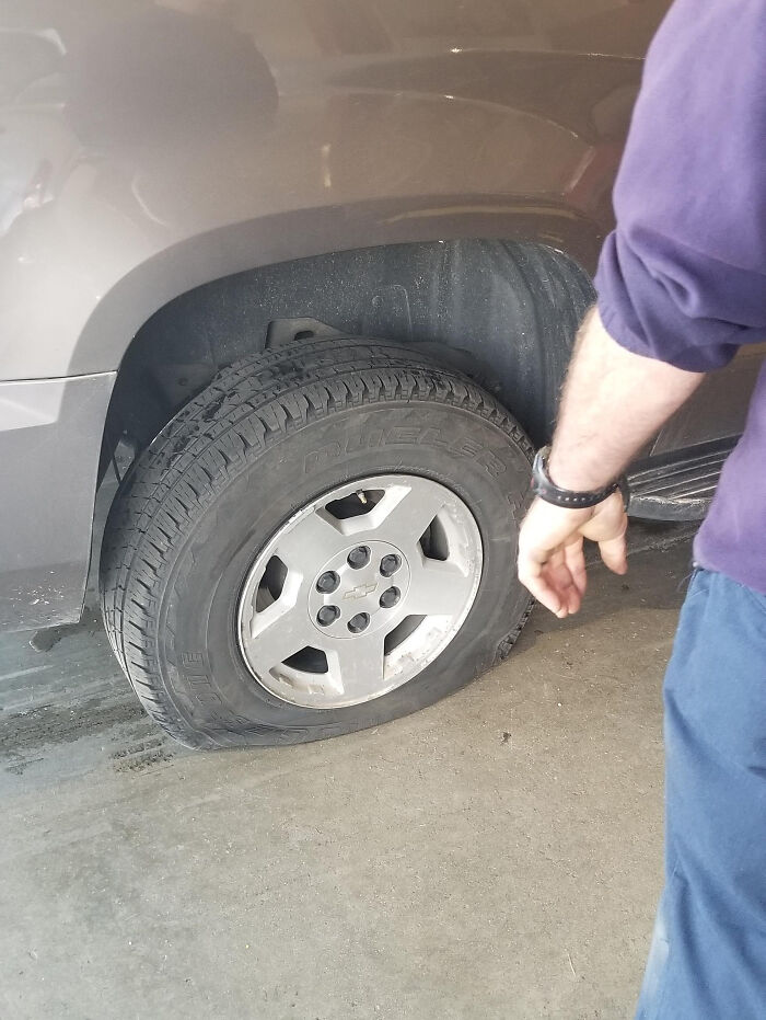 20 Weird And Funny Things This Tire Shop Employee Spotted On The Job